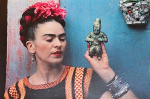 NICKOLAS MURAY, FRIDA WITH OLMECA FIGURINE, COYOACAN, 1939, #15:30